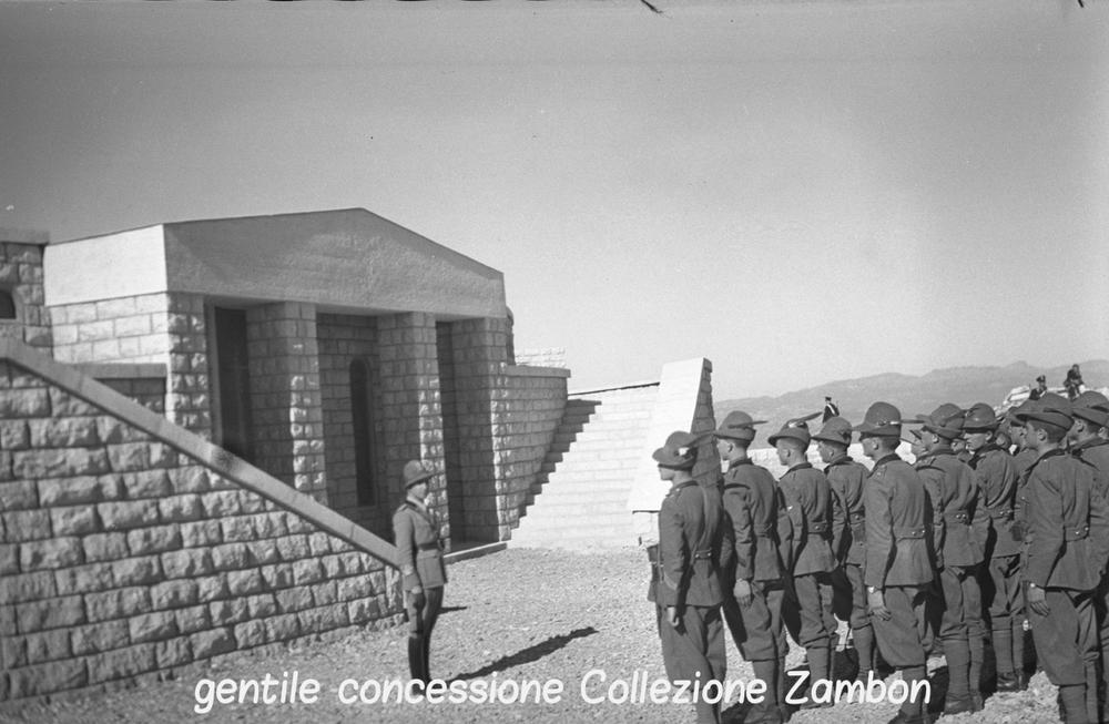 Finanzieri in visita al Sacrario del Grappa nel primo dopoguerra