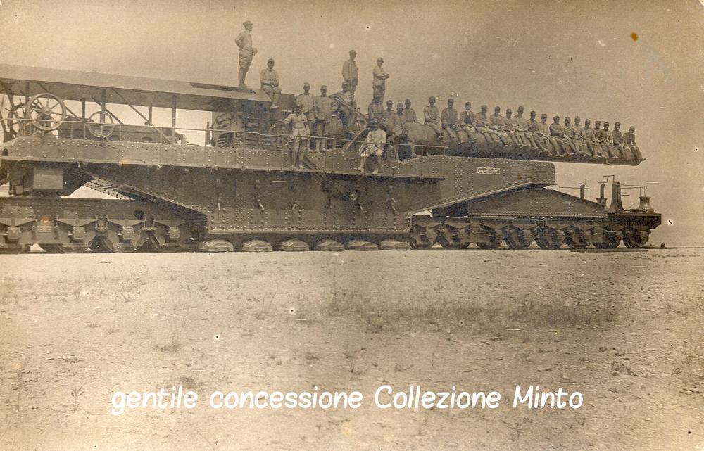 Pezzo di artiglieria di grossissimo calibro trasportato via ferrovia sul fronte del Piave
