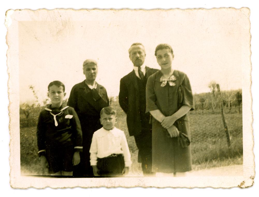 Mio padre Elio con il fratellino Franco,la sorella Liliana insiemeai genitori Giuseppe Dal Molin e Rosina Basso