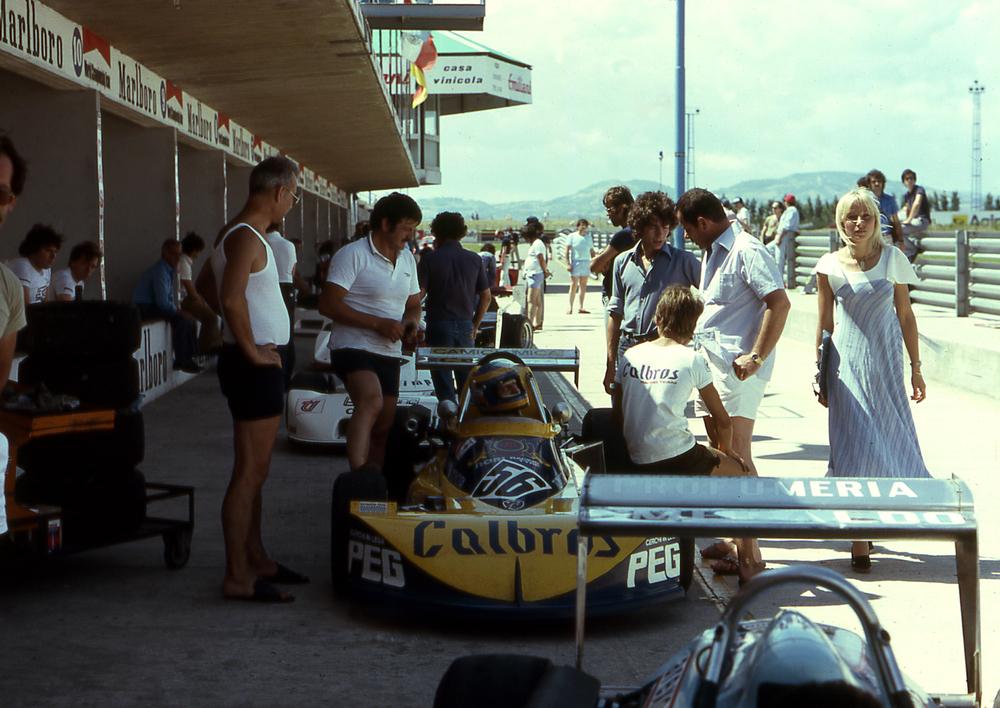 69 - il nostro team di F. e al circuito di Santa Monica di Misano Adriatico.JPG