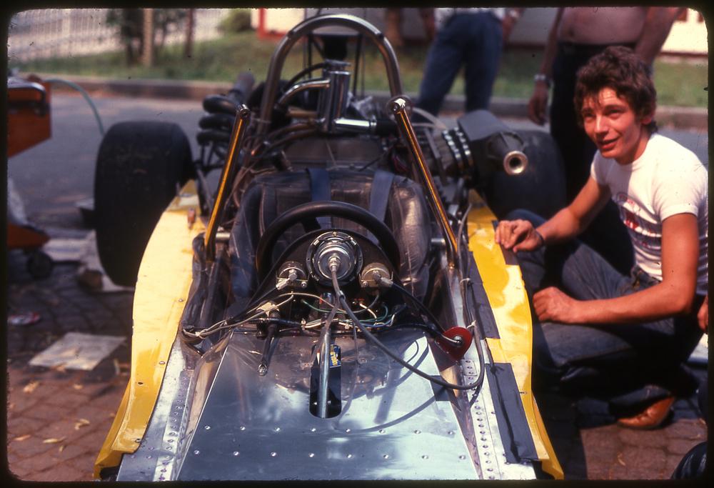 70 - la lavoro nei box di Monza.JPG