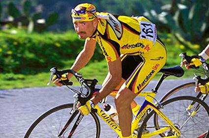 Marco Pantani in sella alla Wilier nella grande impresa dell'Alpe d'Huez nel Tour de France del 1997