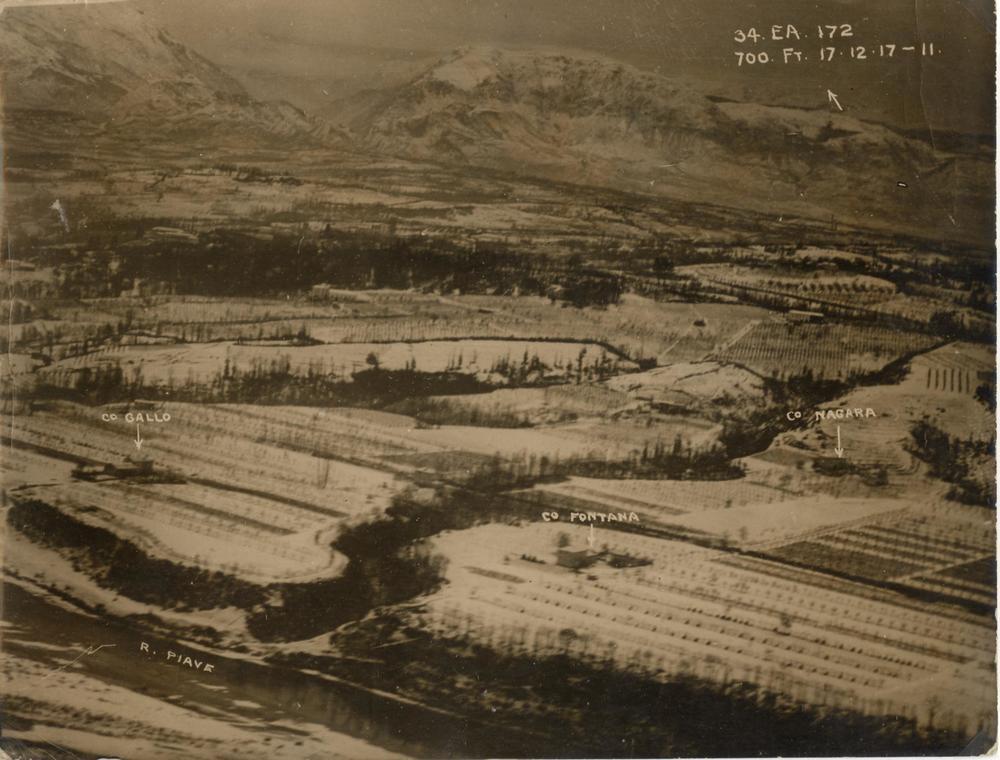 Coltivazioni e proprietà lungo il fiume Piave fotografate da un ricognitore inglese nel dicembre del 1917