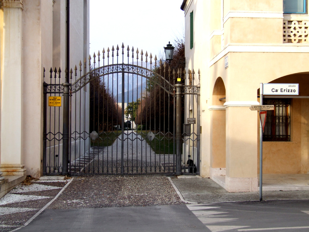 15 - l'entrata della villa di Ca' Erizzo oggi.JPG
