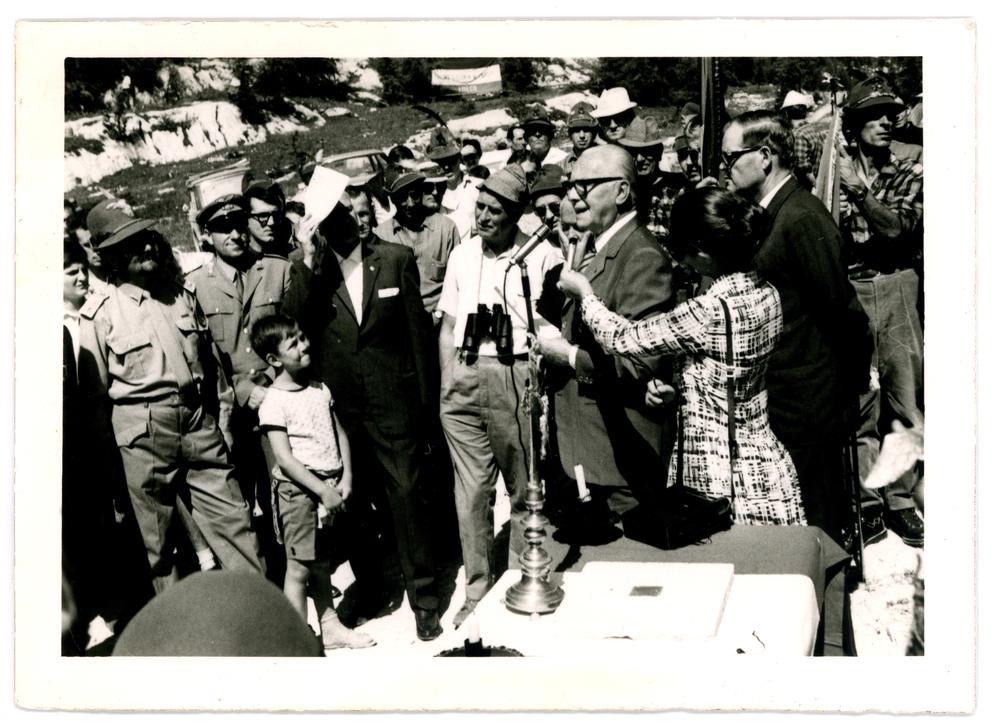 Il Generale Ettore Viola in una cerimonia a Malga Fossetta nell'agosto del 1971