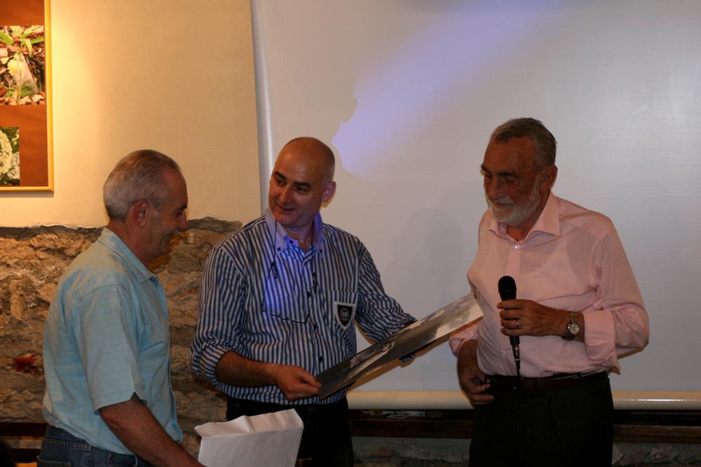 con Roberto Rosa e i gestori durante la presentazione.JPG