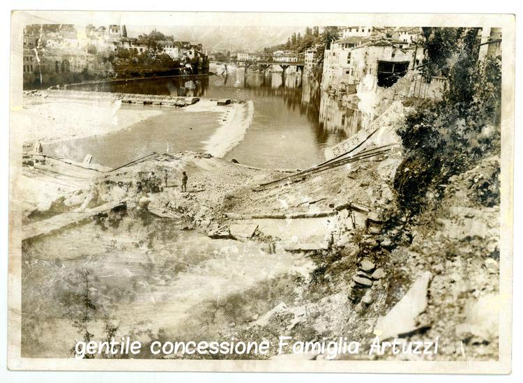 Bassano distrutta nel 1945: sullo sfondo: il Ponte degli Alpini