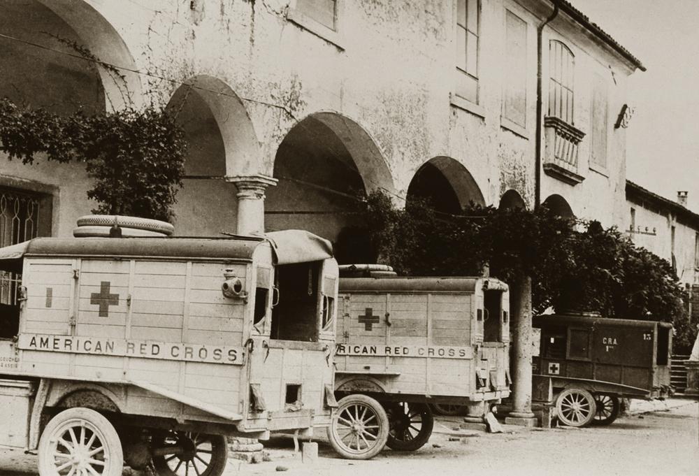 Ambulanze della ARC a Ca' Erizzo.JPG