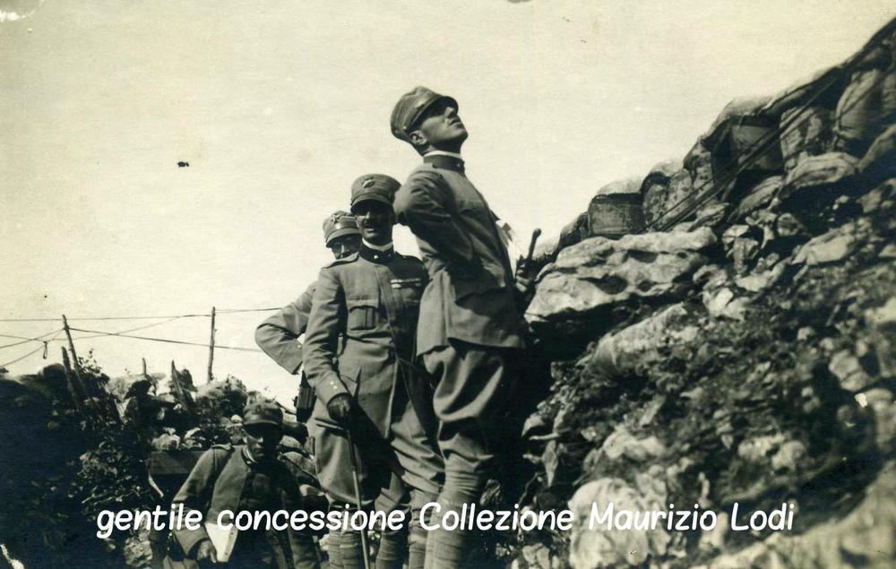 Francesco Baracca e il Principe Fulco Ruffo di Calabria osservano un'azione della nostra squadriglia aerea contro apparecchi austriaci