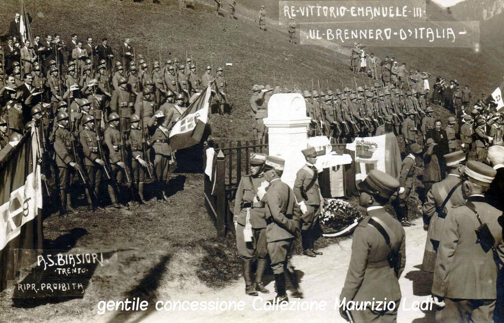 S.M. il Re alla posa del nuovo cippo confinario Italia-Austria il 12 ottobre del 1921