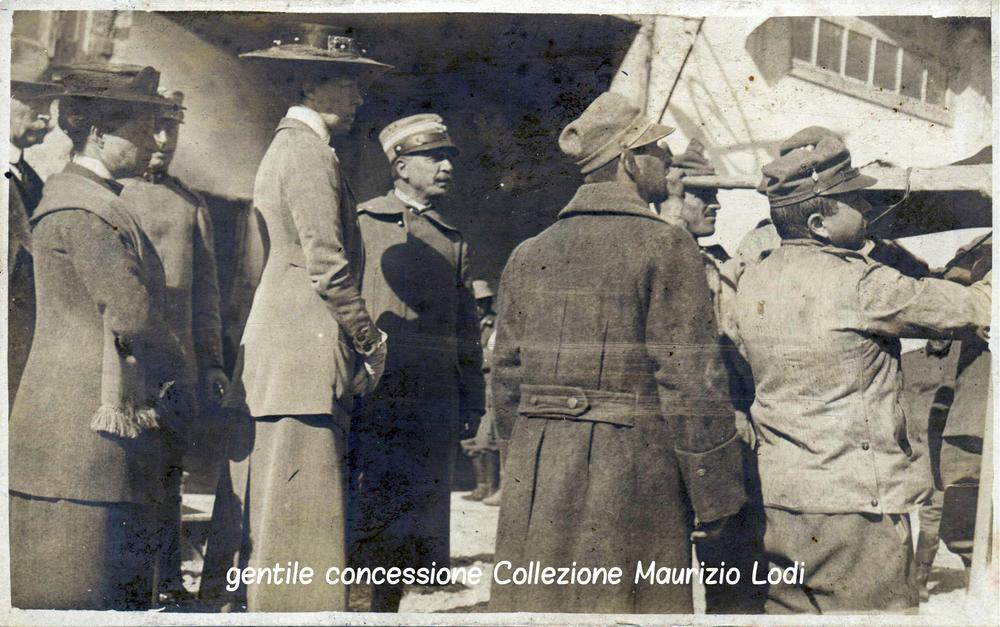 Immagine della Duchessa d'Aosta Elena d'Orleans in visita al centro di assistenza di Villa Dora (1916)