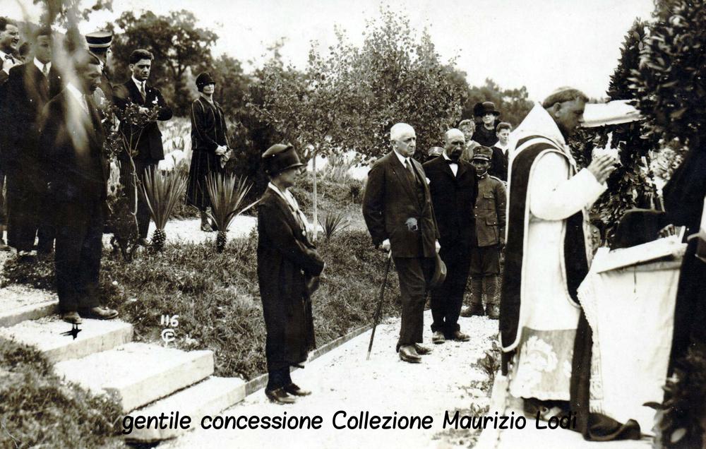 Colle Sant'Elia - Cimitero degli Eroi: Messa in suffragio dei Caduti della 3^ Armata alla presenza del Duca d'Aosta (luglio 1927)