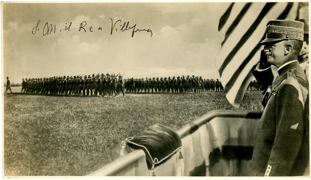 Soldati statunitensi della 83^ Ohio Division - 332° Reggimento del Colonnello William J. Wallace il 1 agosto del 1918 sfilano all'aerodromo di Villafranca alla presenza di S.M. il Re d'Italia