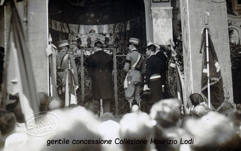 La visita del Principe Umberto alla Tomba di Baracca Lugo di Romagna 1926