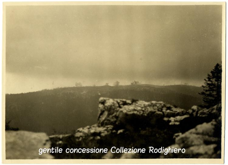 """Il campo di battaglia della """"Sassari"""" sullo Zebio in una immagine del 10 giugno 1917"""