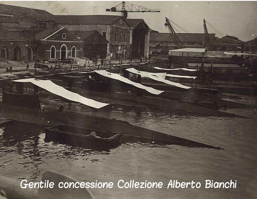 Darsena di sommergibili italiani nei pressi dell'Arsenale di Venezia