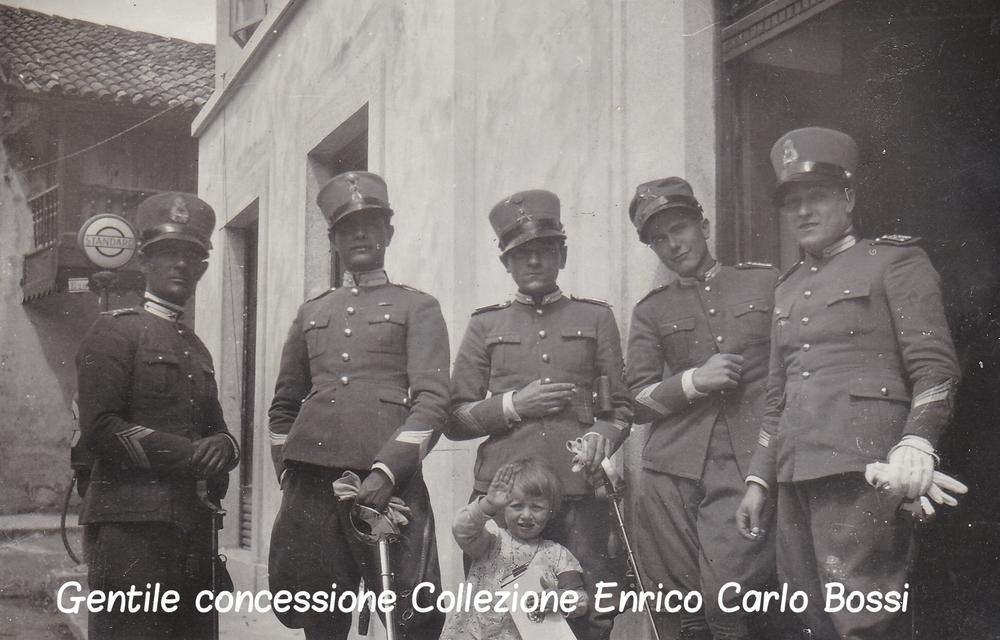 la Zia con i militari c.jpg