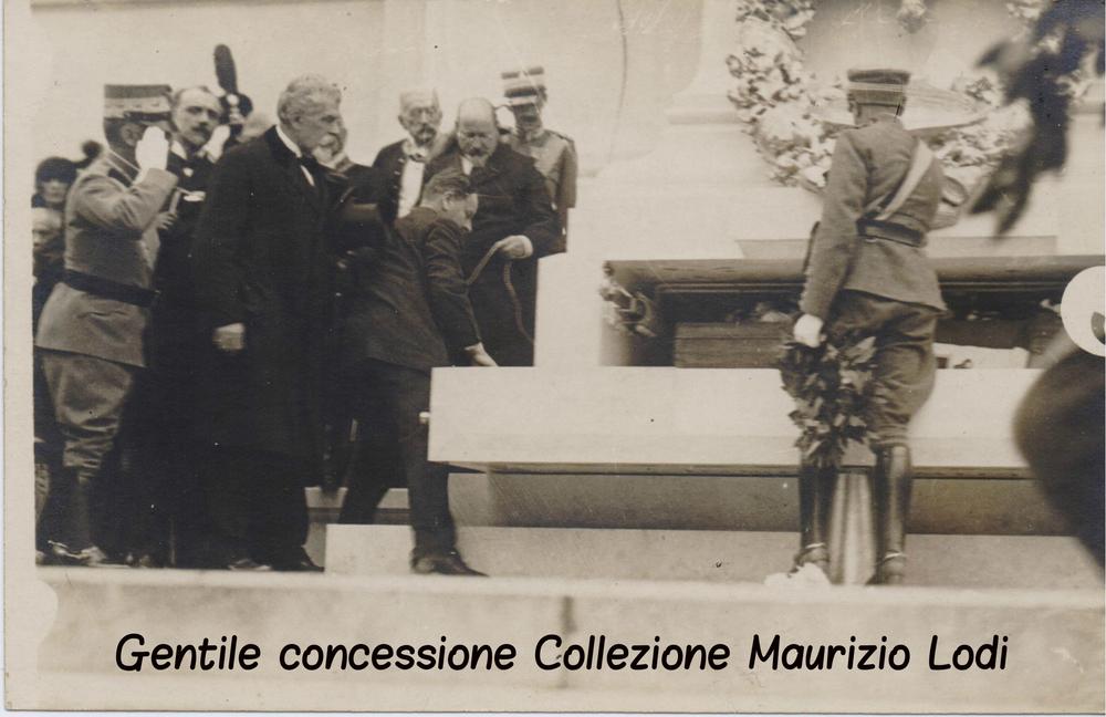 Roma 4 novembre 1921 -Saluto del Re al feretro del Milite Ignoto al Vittoriano
