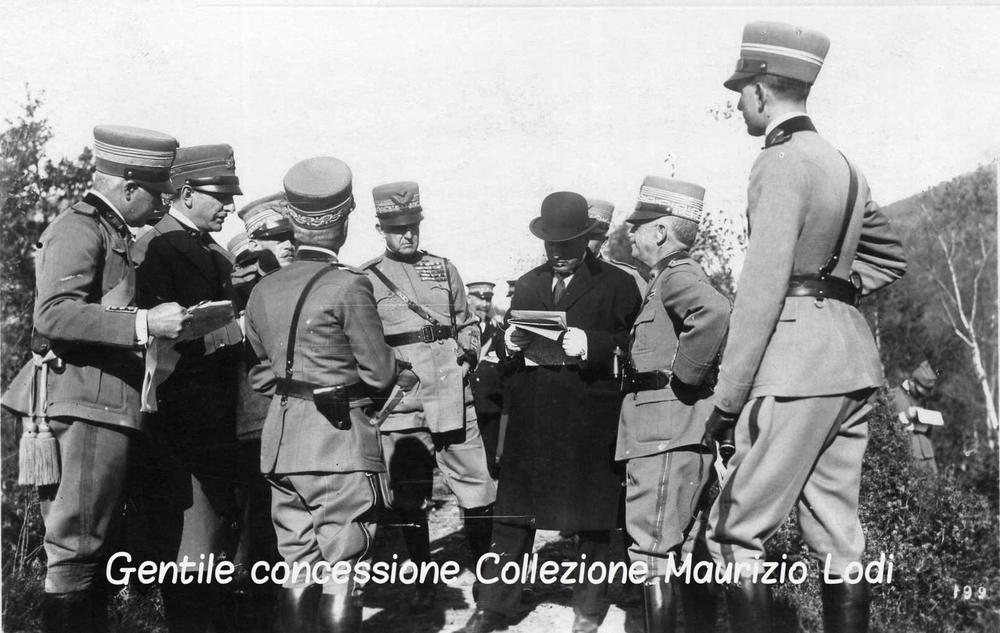 il Duca il Re Mussolini e il Principe Umberto sempre durante le Grani Manovre nel Canavese 19-28 settembre 1925 (c).jpg