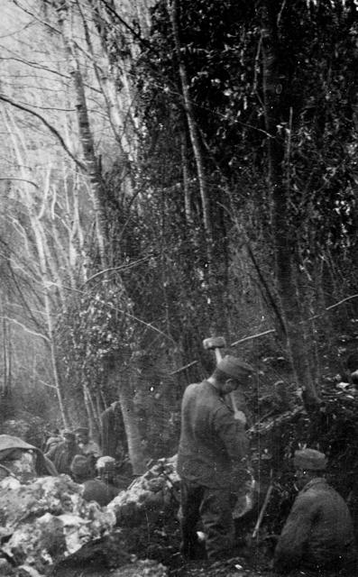 Soldati imperiali impegnati in lavori difensivi a Santa Lucia nell'autunno 1915.