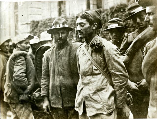 Bersaglieri caduti prigionieri a Santa Lucia durante la terza battaglia dell'Isonzo.