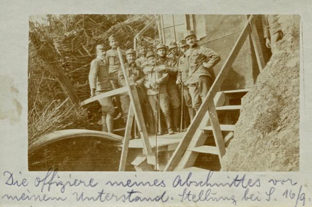 Il capitano Johann Iskrić con gli ufficiali del suo battaglione sul costone di Selo.