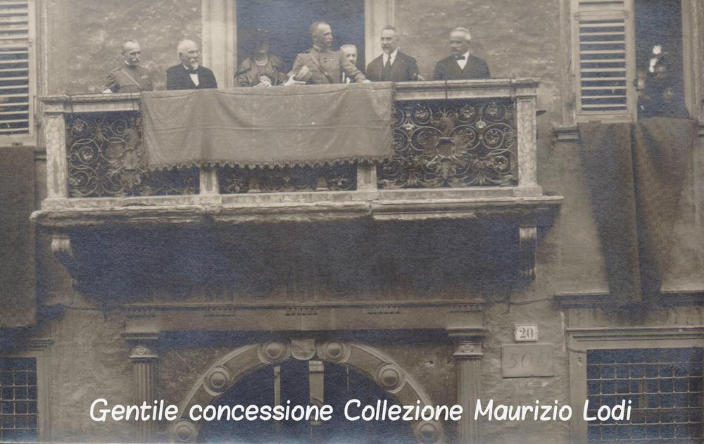 """Prima visita ufficiale del Reali d'Italia Vittorio Emanuele III e della Regina Elena in Trento """"Redenta"""""""