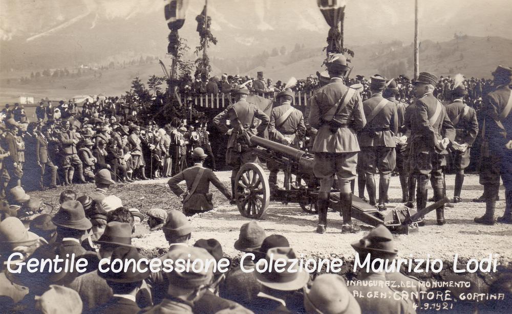 S.A.R. Emanuele Filiberto di Savoia Duca Aosta alla cerimonia di inaugurazione del Monumento al Gen. Cantore 4 sett 1921.jpg