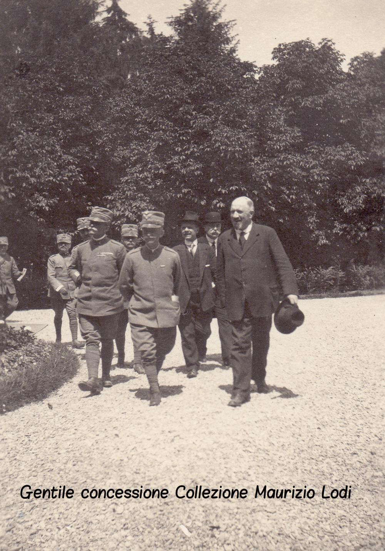 Bologna 8 giugno 1918 S.M. il Re con il Sindaco Zanardi nei giardini Margherita (c).jpg