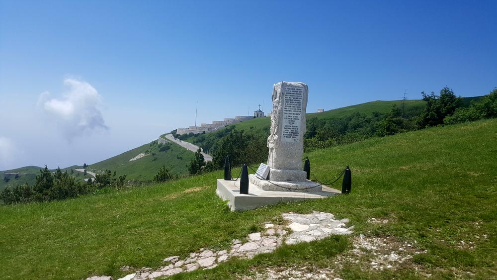 Il Sacrario di Cima Grappa visto dall'accesso Nord - Est