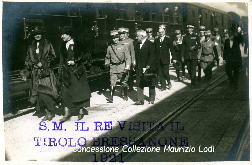 Alto Adige Tirolo Redento 16 e 17 ottobre 1921 visita delle LLMM Vittorio Emanuele III ed Elena a Bressanone (c).jpg