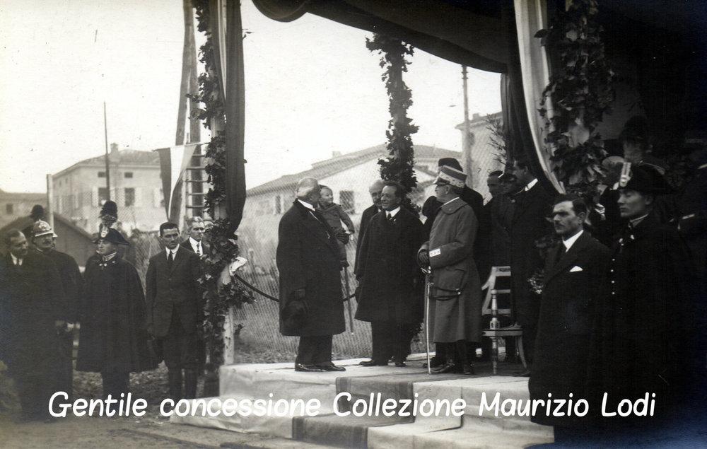 2 Modena 8 dicembre 1923 - Posa della prima pietra del Tempio Monumentale ai Caduti della Grande Guerra alla presenza di S (C).jpg
