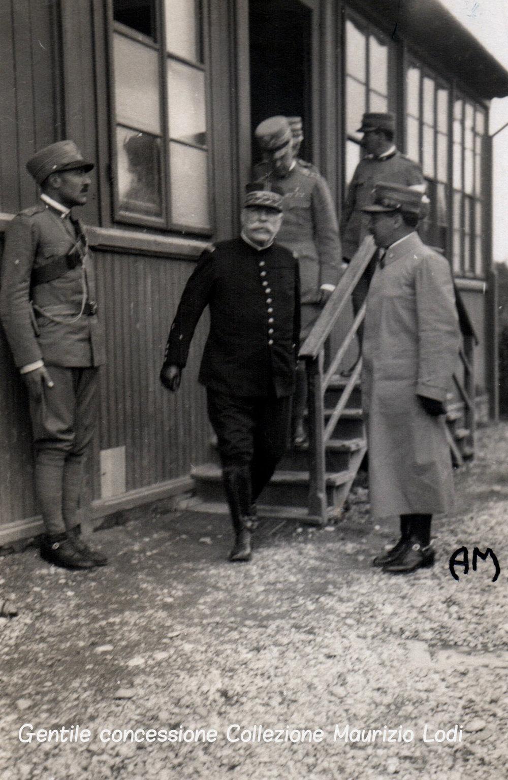 Visita del Gen. Joffre sul fronte italiano accompagnato dal Duca Aosta 6 settembre 1915 (c).jpg