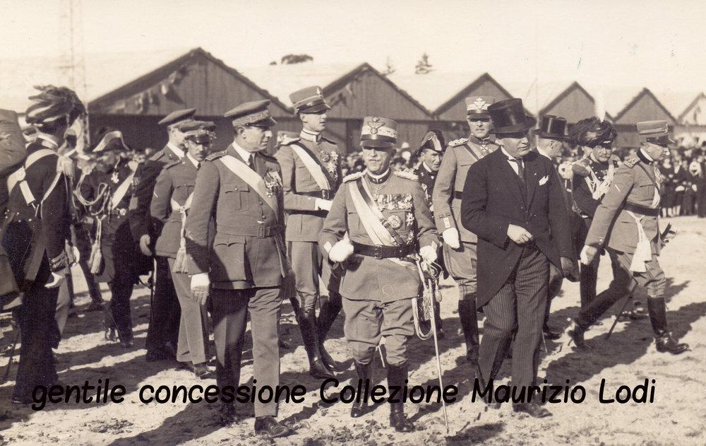 S.M. il Re e S.A.R. il Principe Ereditario accompagnati da S.E. Benito Mussolini alla Rivista Aerea a Centocelle 4 novembre 1924.jpg