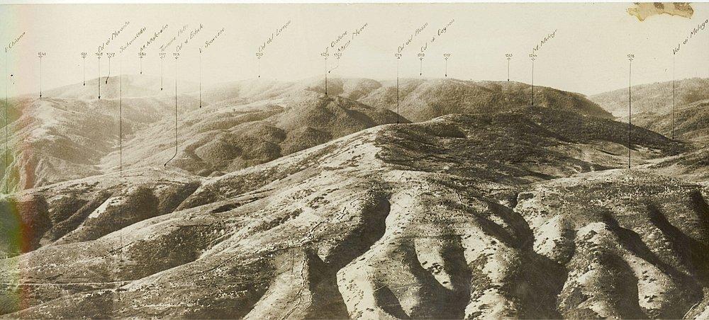 Il settore del Col del Rosso, al centro, ripreso dalla Meletta in una fotografia d'archivio di provenienza austroungarica