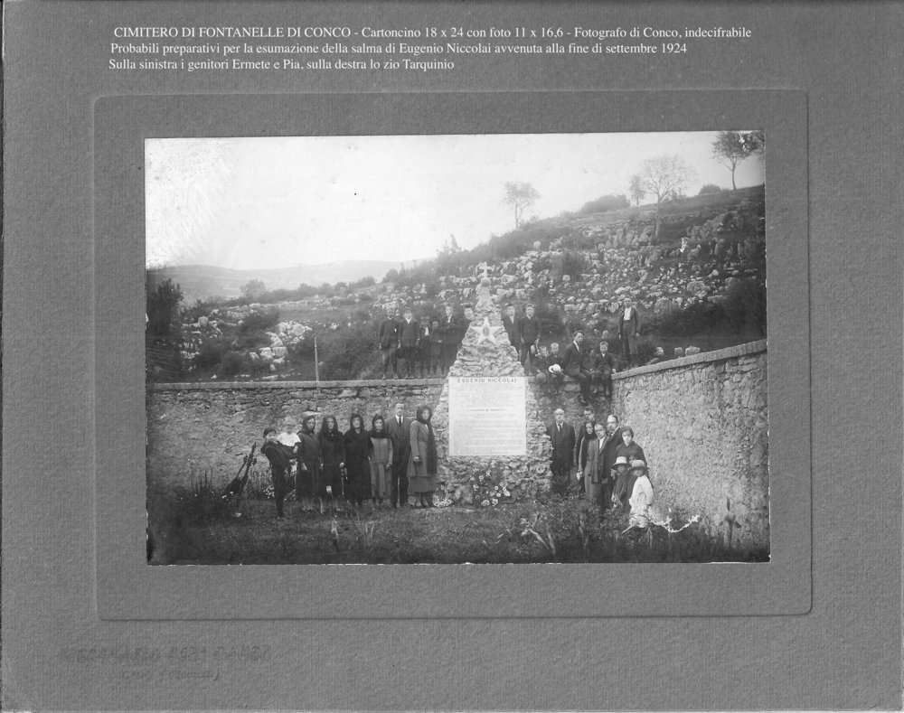 Fontanelle di Conco - Cimitero con tomba 1.jpeg