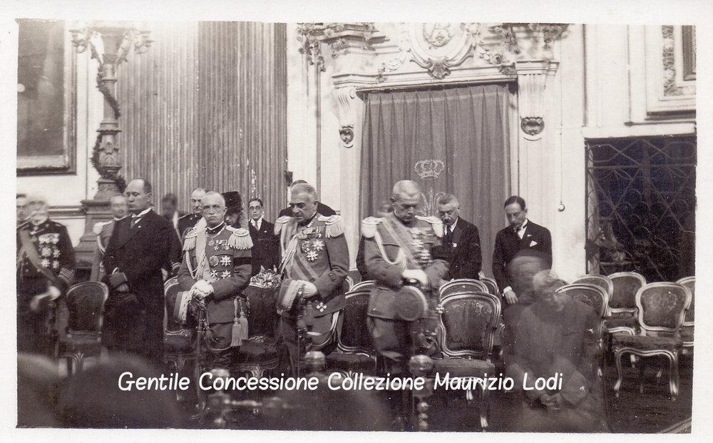 Roma 6 novembre 1927 IX Ann Vittoria in S Maria degli Angeli SM il Re LL EE Diaz e Mussolini (c).jpg