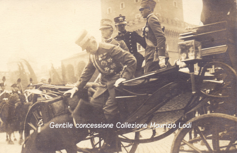 roma 4 11 1920 arrivo in pzza venezia re duca aosta e amedeo duca puglie e principe umberto per celebrazioni vittoria (c).jpg