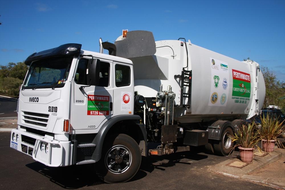 Green recycling truck.jpg
