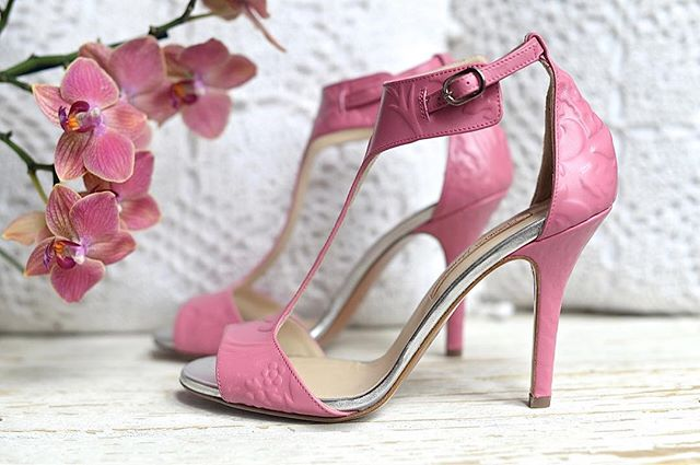 New color s p r i n g time www.manuelagomez.com #manuelagomez #luxury #springtime #primavera #handmadeinitaly #lovefashion #artigianale #uniquepices #lovemyjob #pink #love