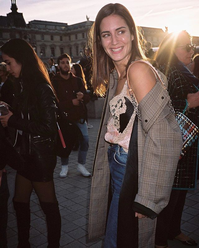 Paris Fashion Week on Film 🎞 | @galagonzalez 😁✨| Check the link in bio to see the full post 👆🏼| #pfw #parisfashionweek #streetstyle #streetfashion #ss18 #kodakportra160 #theoutsiderblog #diegozuko