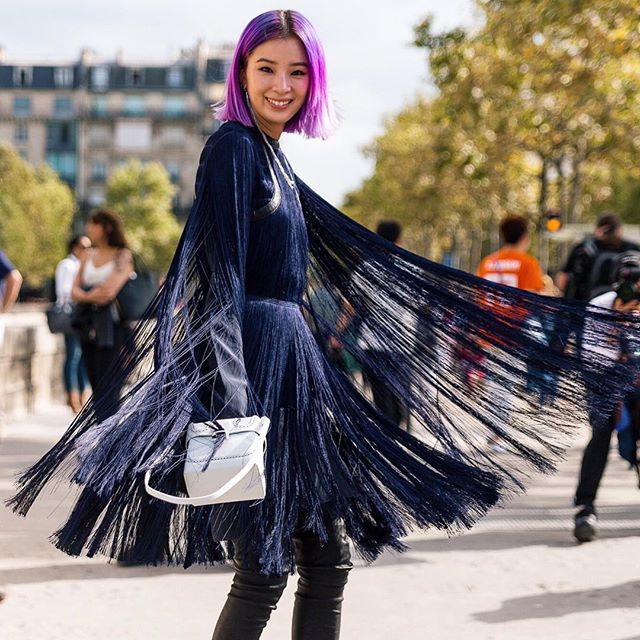 Let's swing again @ireneisgood @ninaricci | Tap link in bio to see our last post: Midnight blue vs Sky blue 🌃🏙👆🏼| #pfw #parisfashionweek #dior #streetstyle #streetfashion #theoutsiderblog #diegozuko