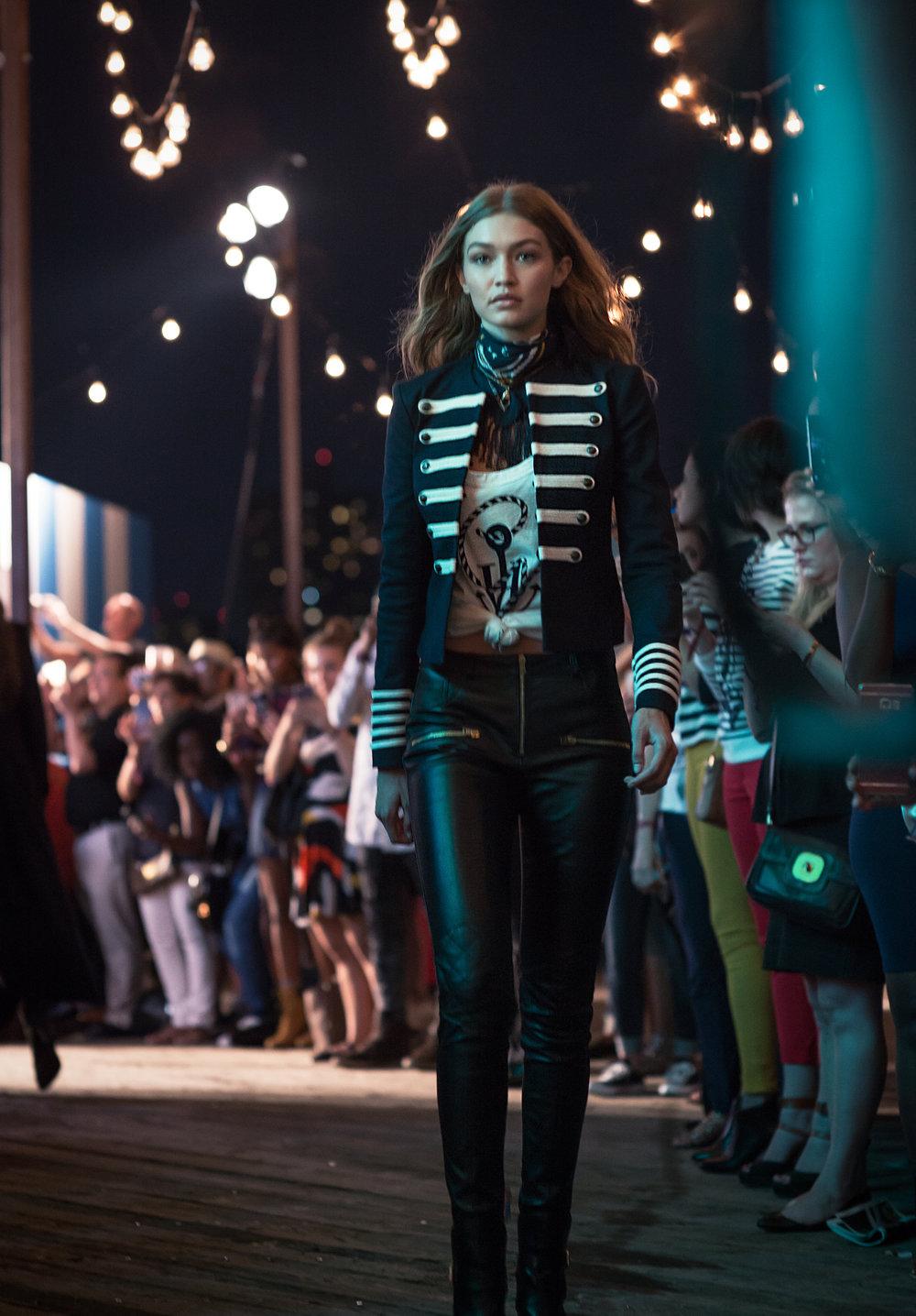raquel_paiva_tommy_x_gigi_fashion_show_blogger_street_style