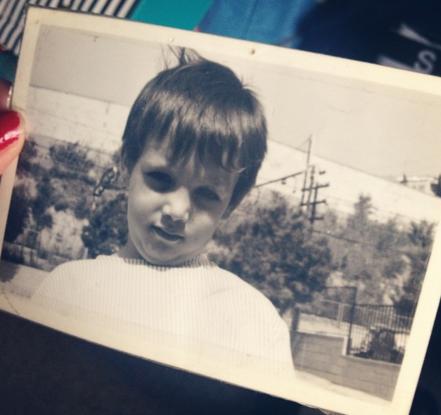 Esta soy yo con 5 años en el patio de la Escola Bressol Patufet, en la calle Juan de Toledo de L'Hospitalet del Llobregat