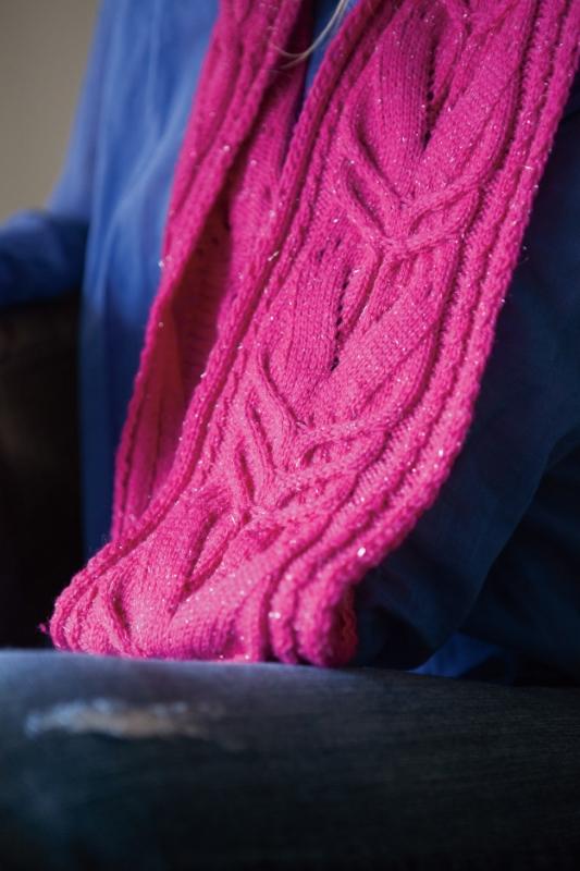 Siempre infinity scarf knitting pattern by Kristen Jancuk, MediaPeruana Designs