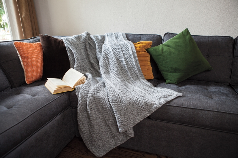Abrigado blanket knitting pattern by Kristen Jancuk, MediaPeruana Designs