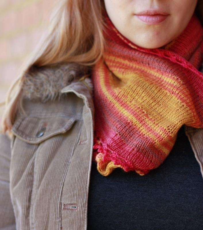 Tumbao infinity scarf knitting pattern by Kristen Jancuk, MediaPeruana Designs