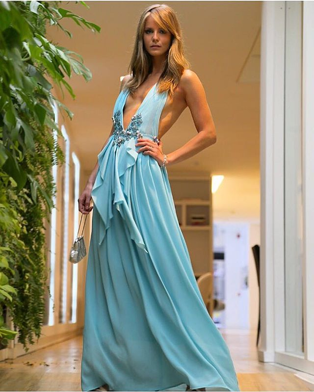 #Repost @lunacastilho ・・・ #sieantonio 's wedding 💕felt like a princess 👸🏼💕thank yooooou sooo much @layana_aguilar for this stunning dress 🙏🏼👗 design and handmade exclusive for this 💁🏼💕 casamento #sieantonio 💕 me senti como uma princesa nesse vestido da queridíssima @layana_aguilar 👸🏼💕 desenhado e feito à mão exclusivamente para o casamento 👗💕 sem palavras muuuuito obrigada 😍💕 ameeeeeei demaaais 😍🙏🏼💕 📸 @graytvoficial