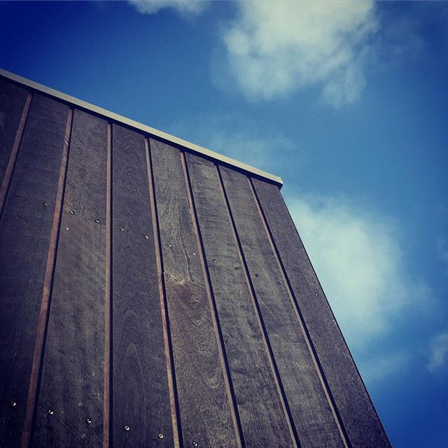 Beautiful contrast between the blue summer sky & the rough sawn spotted gum cladding with black cuter oil.. #livebythebeach #design #designer #goteam #naturaltimber #naturaltimberoils