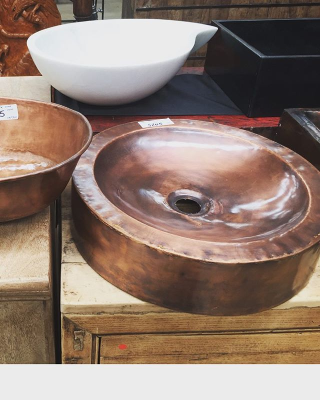 How good are these hand made copper vanities from Kyo.. just had to grab one for a current project, will look fantastic teamed with black benchtop & tapware.. @ogkyo #beachshack #copper #fullysickvanity